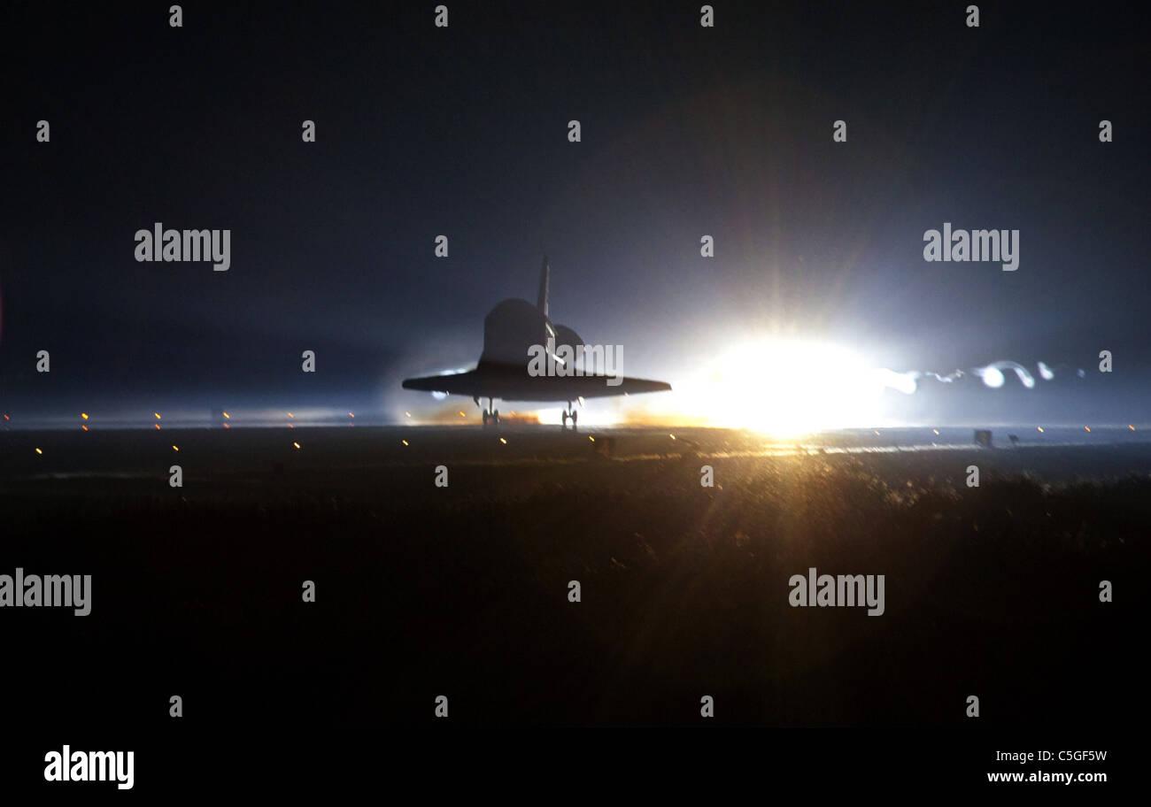 Space Shuttle Landing Stock Photos & Space Shuttle Landing ...