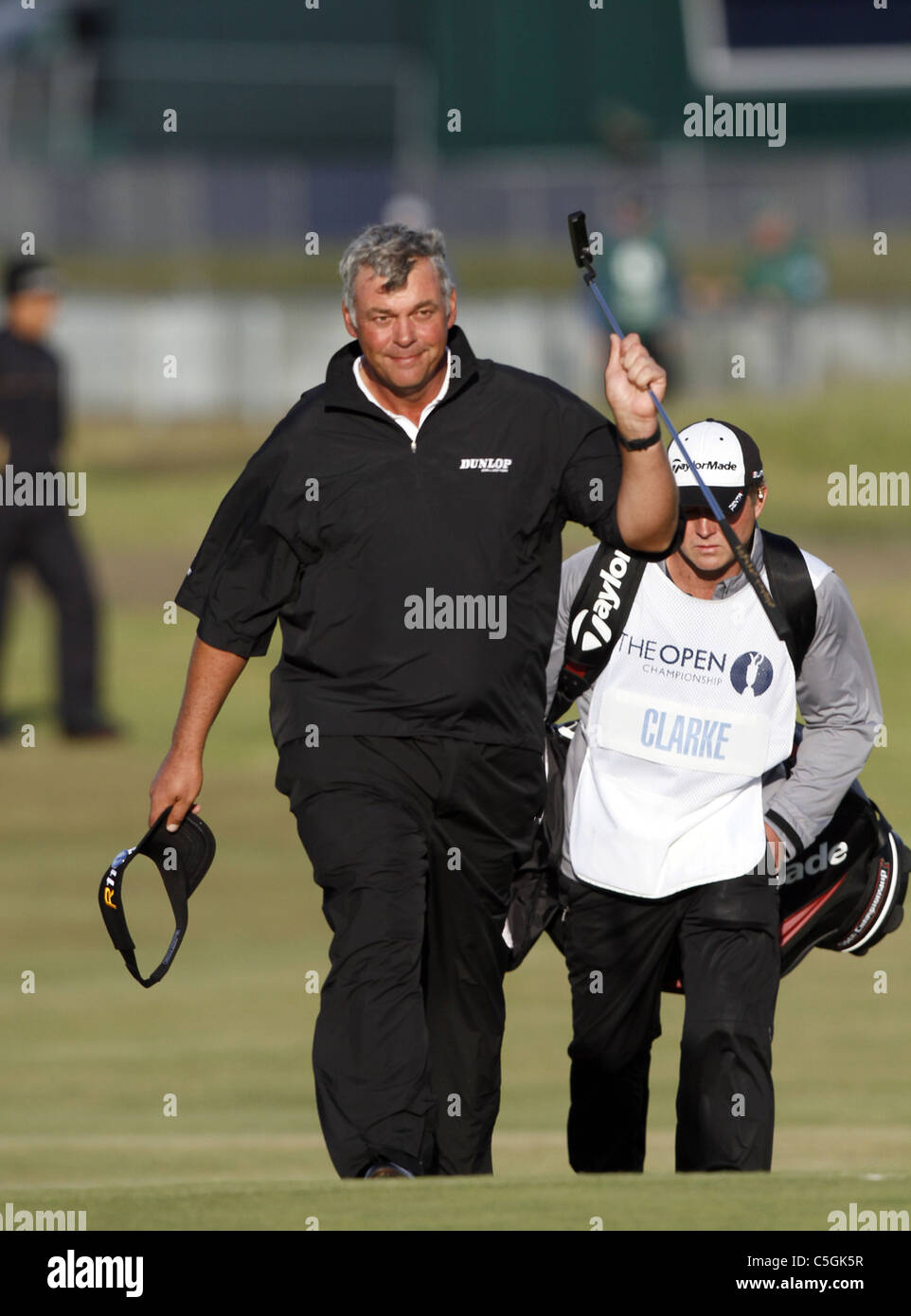 DARREN CLARKE ACKNOWLEDGES THE THE OPEN CHAMPIONSHIP ROYAL ST.GEORGE'S SANDWICH KENT ENGLAND 16 July 2011 - Stock Image