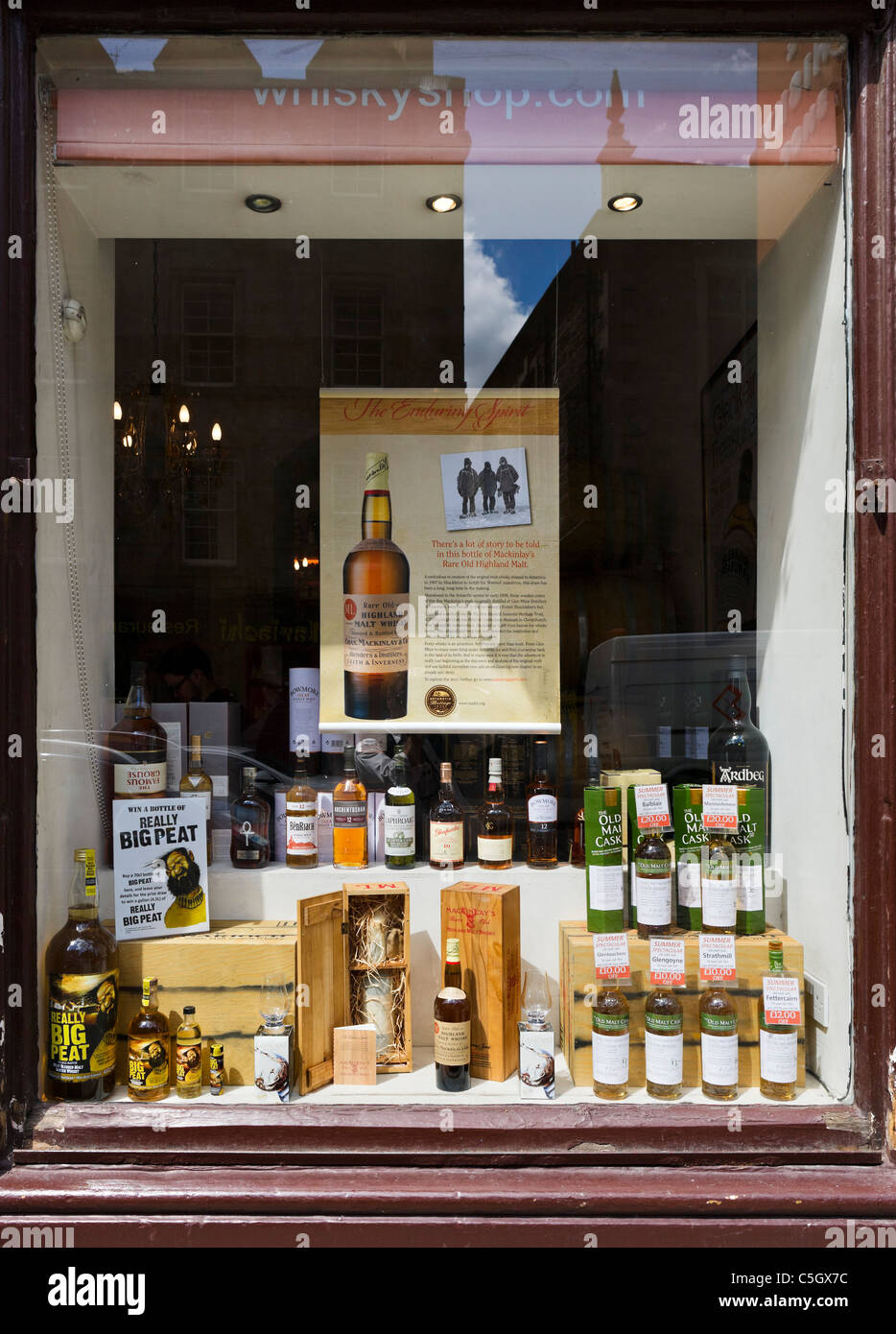 Specialist Whisky shop on Grassmarket in the Old Town, Edinburgh, Scotland, UK - Stock Image