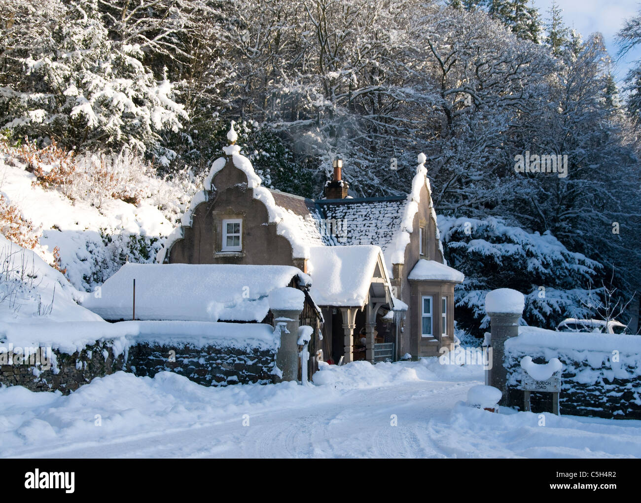 Snow covered lodge at yarrow water near selkirk - Stock Image