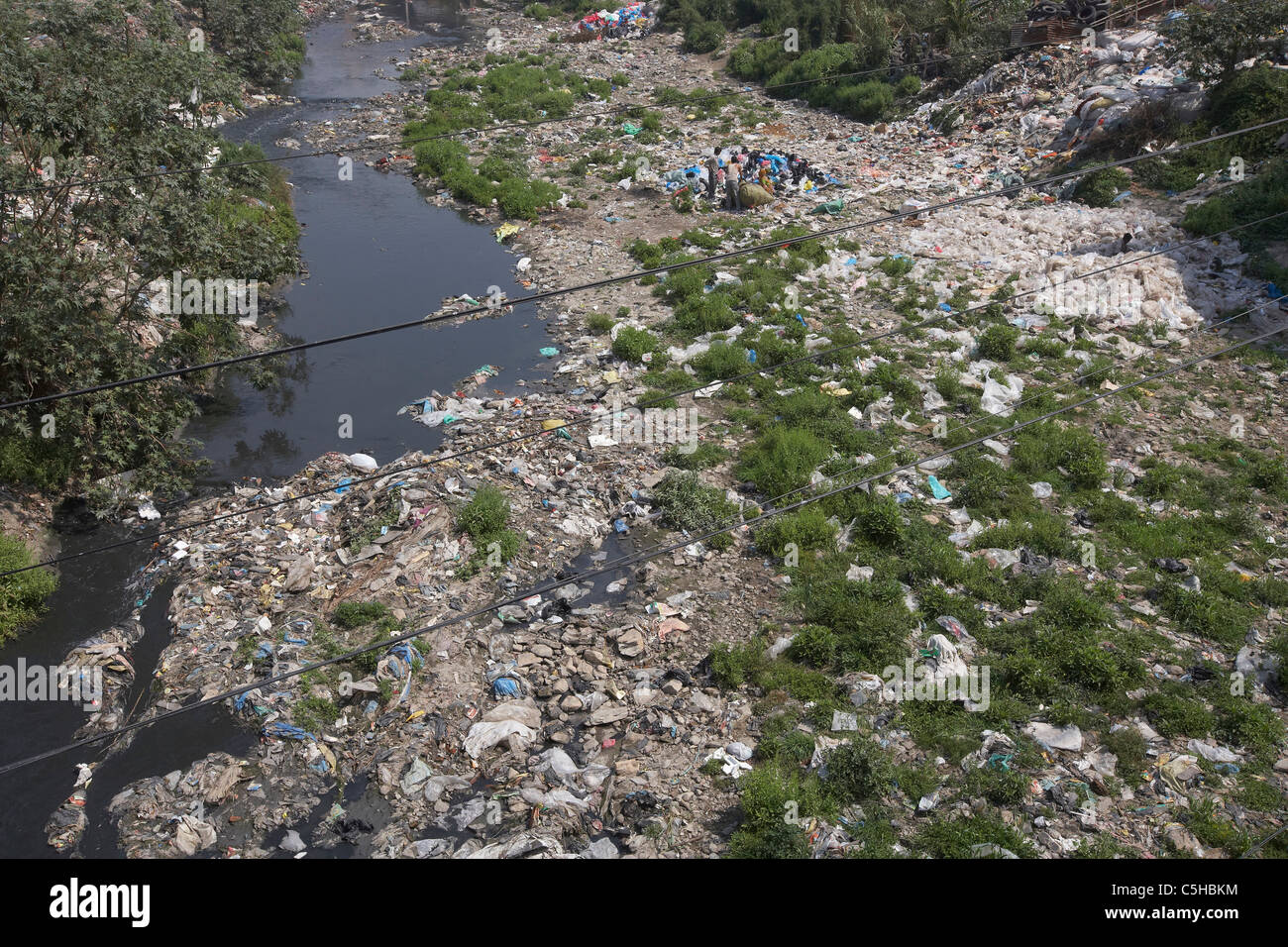 The polluted and stagnant Vishnumati River, Kathmandu, Nepal, Asia - Stock Image
