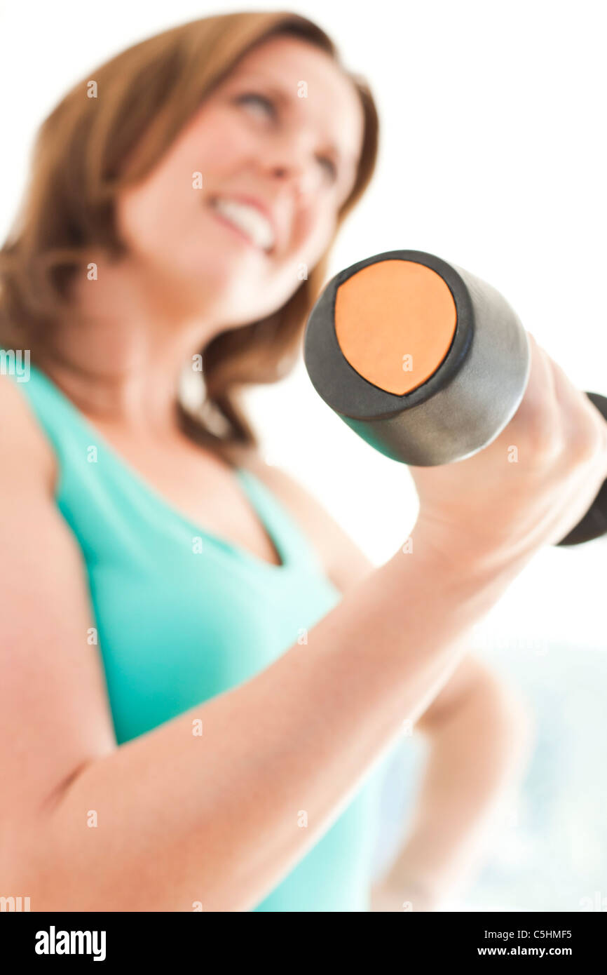 Woman lifting weights - Stock Image