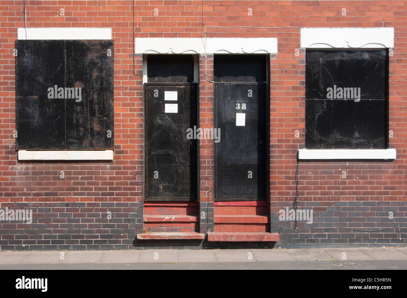 Boarded up houses near Potteries factory in Middleport, Stoke-on-Trent, Staffordshire, England. - Stock Image