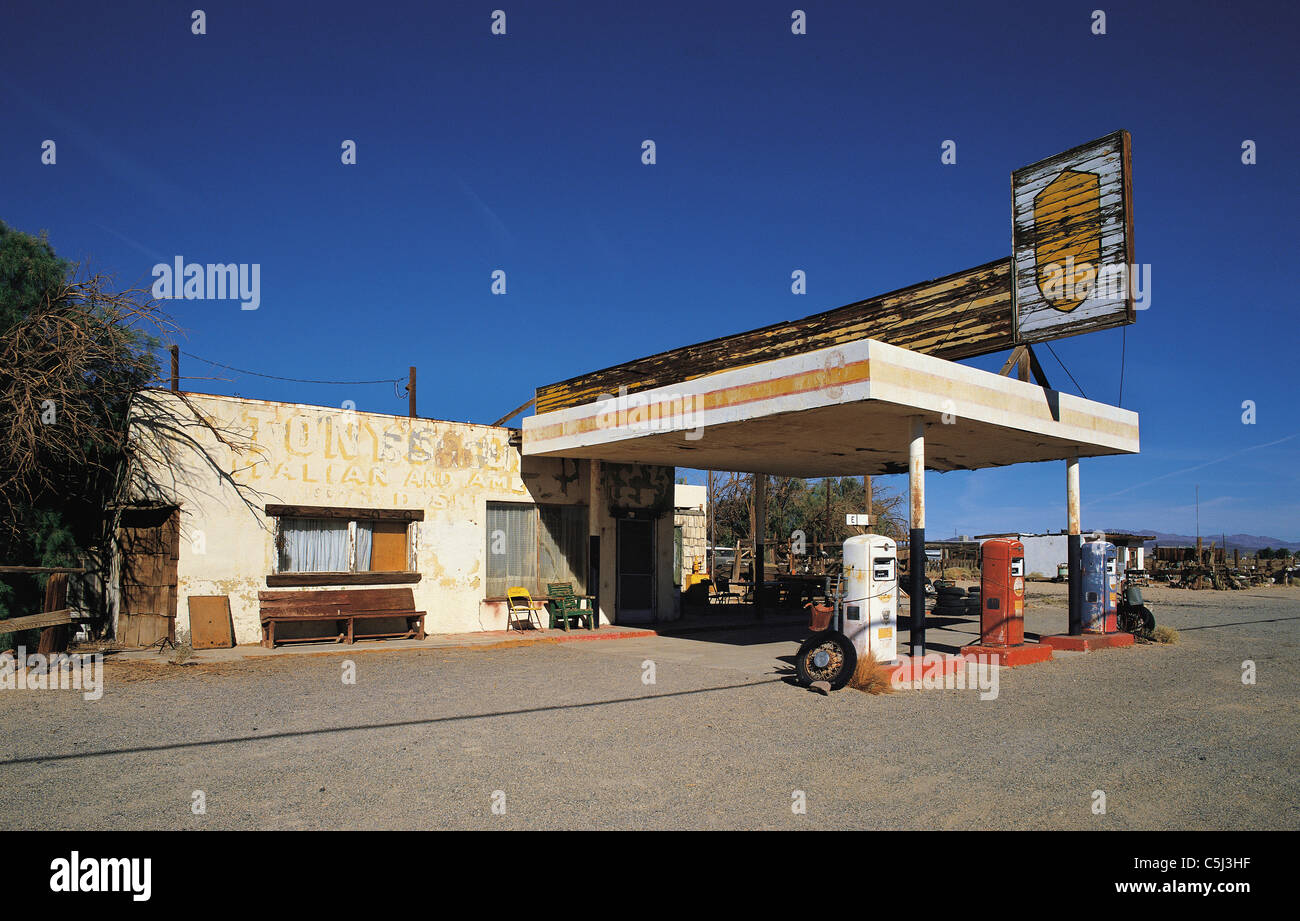 Abandoned Gas Station On Route 66 Southern California Usa Stock Photo Alamy