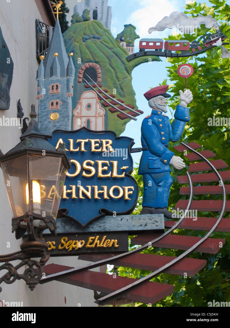 Detail, Wirtshausschild am Eingang zur Gaststaette Alter Mosel-Bahnhof, Mosel, sign at a pub, Moselle Stock Photo