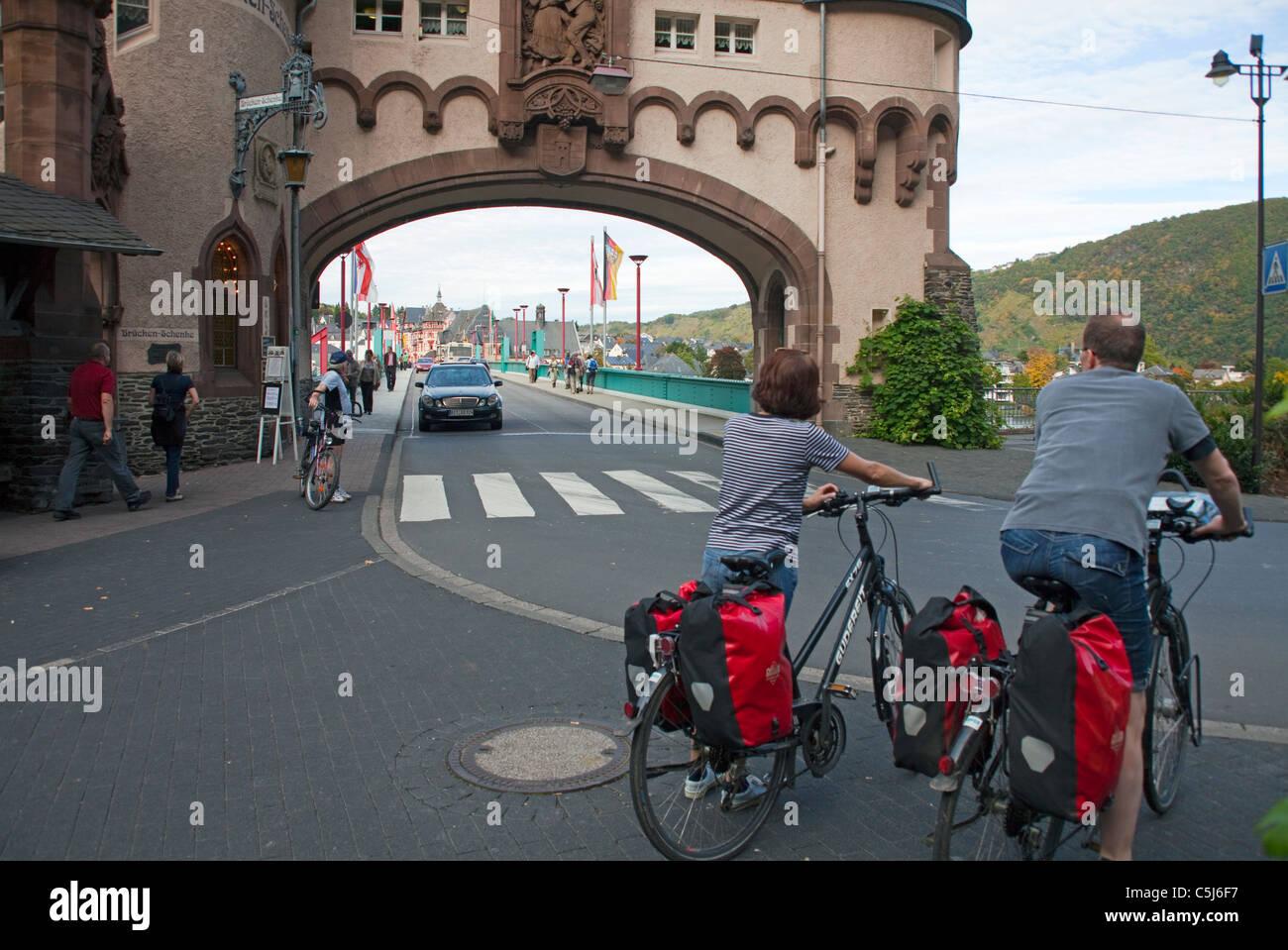 Radfahrer vor dem Brueckentor, Wahrzeichen von Traben-Trarbach, Mosel, Biker, Bridge gate, landmark of Traben-Trarbach, - Stock Image