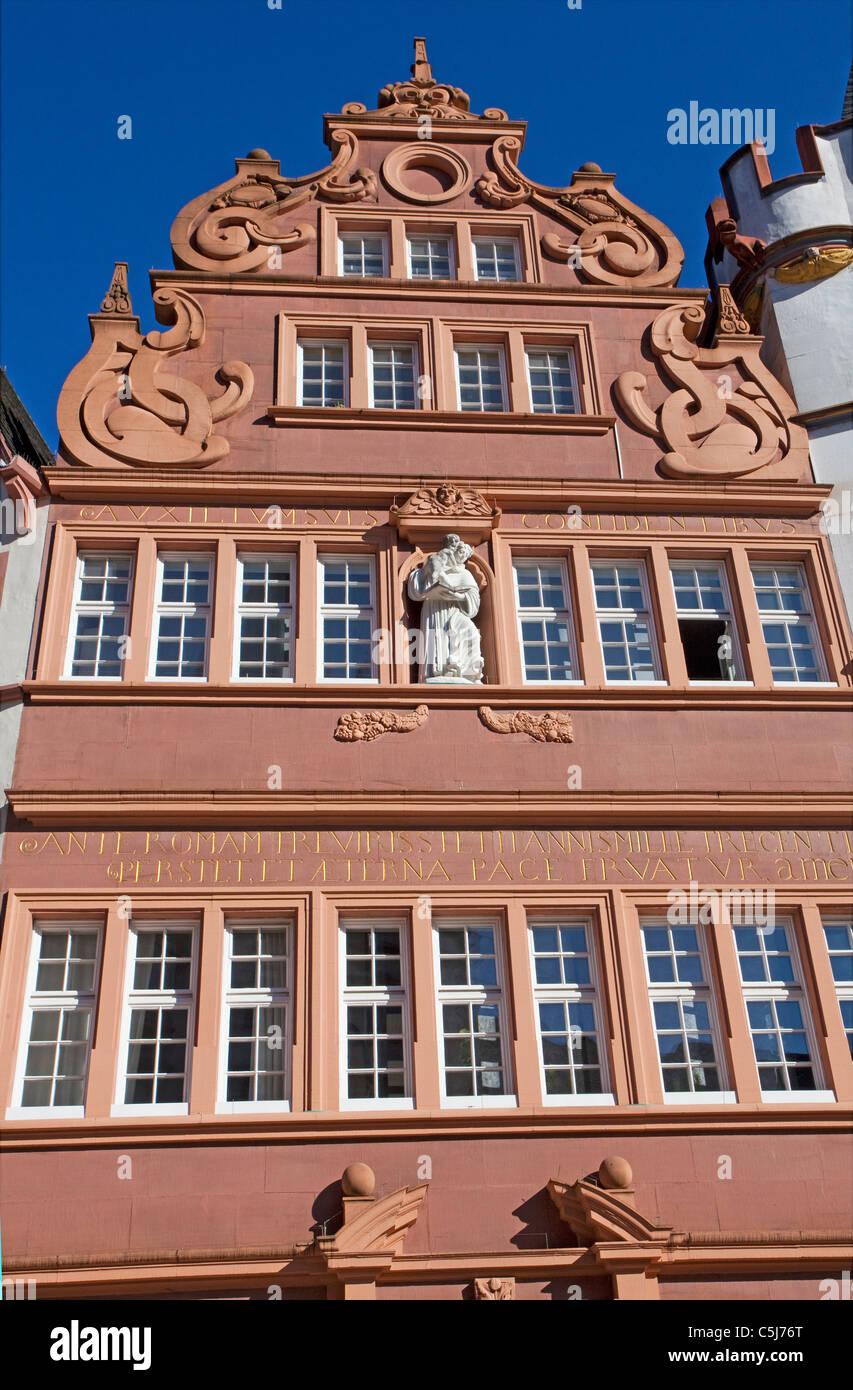 Rote Haus, 1684 erbaut historische Stadthaeuser am Hauptmarkt, historical houses, red house - Stock Image