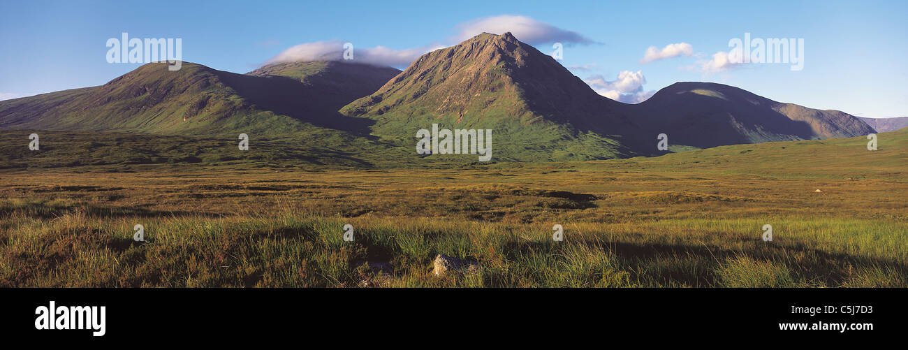 Cloud-capped hills of the Meall a' Bhuiridh range in spring, Glencoe, Scottish Highlands, UK. - Stock Image