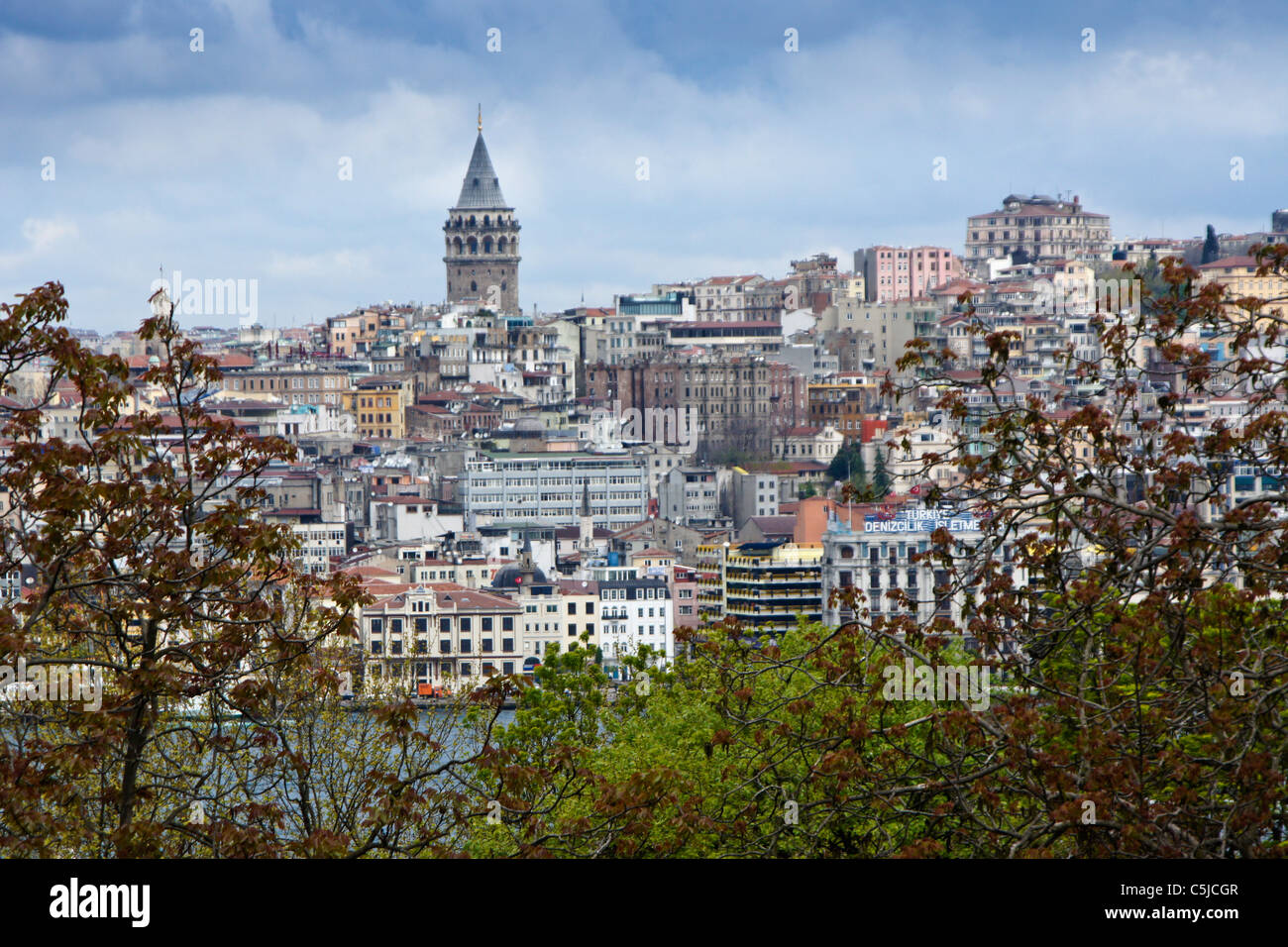 Galata Tower and Beyoglu District across the Golden Horn, Istanbul, Turkey - Stock Image
