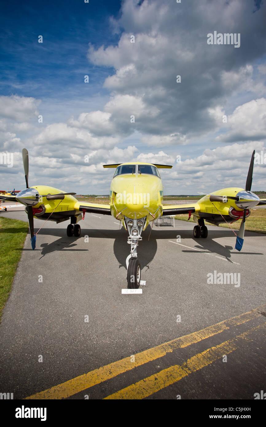 Light aircraft on runway - Stock Image