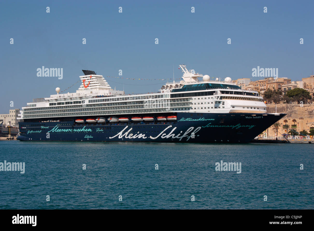 Tourism in the Mediterranean. The TUI cruise ship Mein Schiff 1 in Malta's Grand Harbour - Stock Image