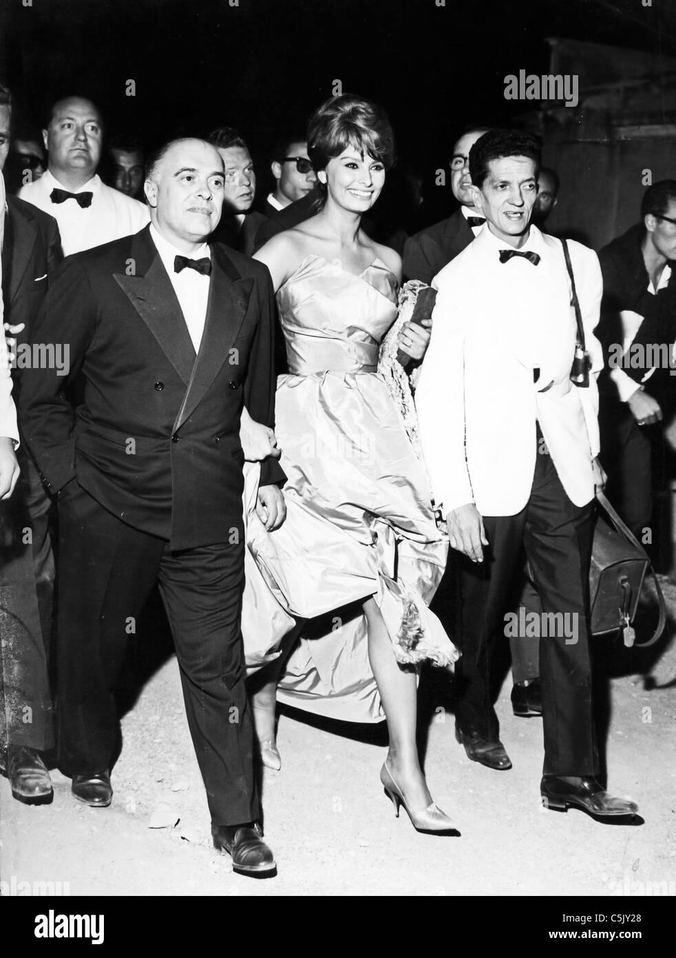 carlo ponti with sophia loren, 1960 Stock Photo - Alamy