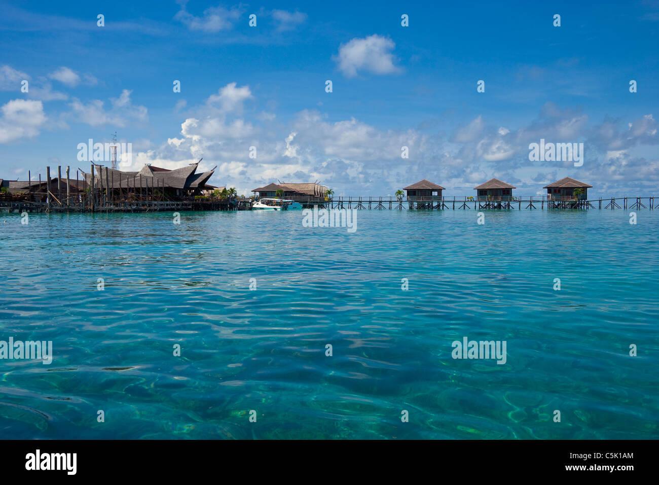 Bungalows sipadan kapalai dive resort sabah borneo malaysia stock photo 37912188 alamy - Kapalai sipadan dive resort ...