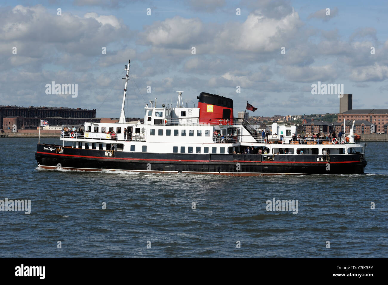 Passenger ferry crossing the River Mersey near Seacombe Ferry Terminal - Stock Image
