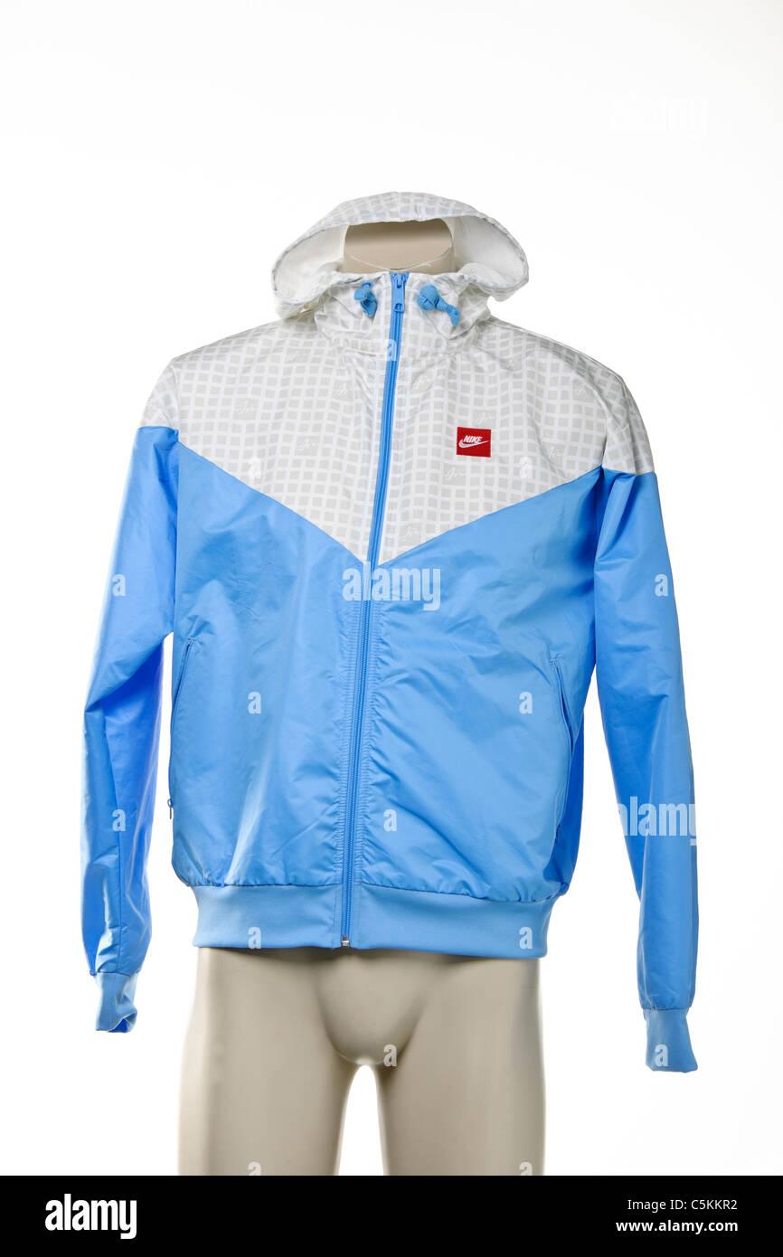 f04976a12 Nike Air windrunner sportswear men's nylon rain jacket full zip with hood.