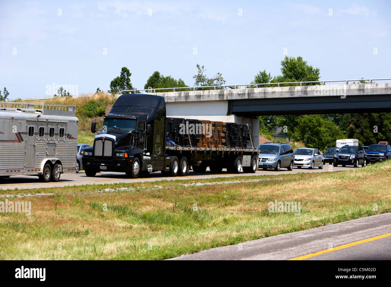 traffic jam holdup delay on interstate in the usa - Stock Image