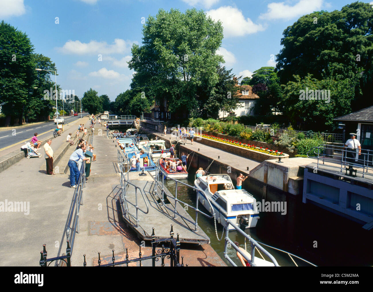 July 1993: Boats passing through a busy Boulters Lock, River Thames, Maidenhead, Berkshire, England, UK, Europe Stock Photo