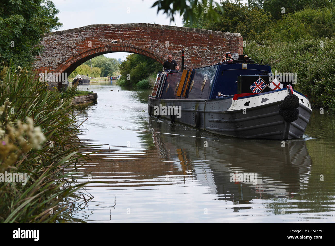 Cruising on the Oxford Canal/Grand Union Canal at Hargreaves Bridge near Braunston, Northamptonshire - Stock Image