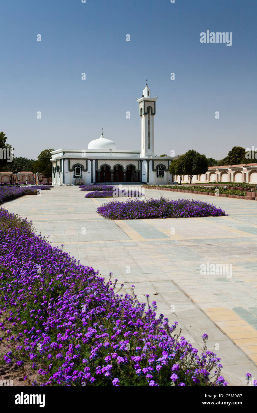 A small mosque in downtown Al Ain, UAE, Persian Gulf. - Stock Image