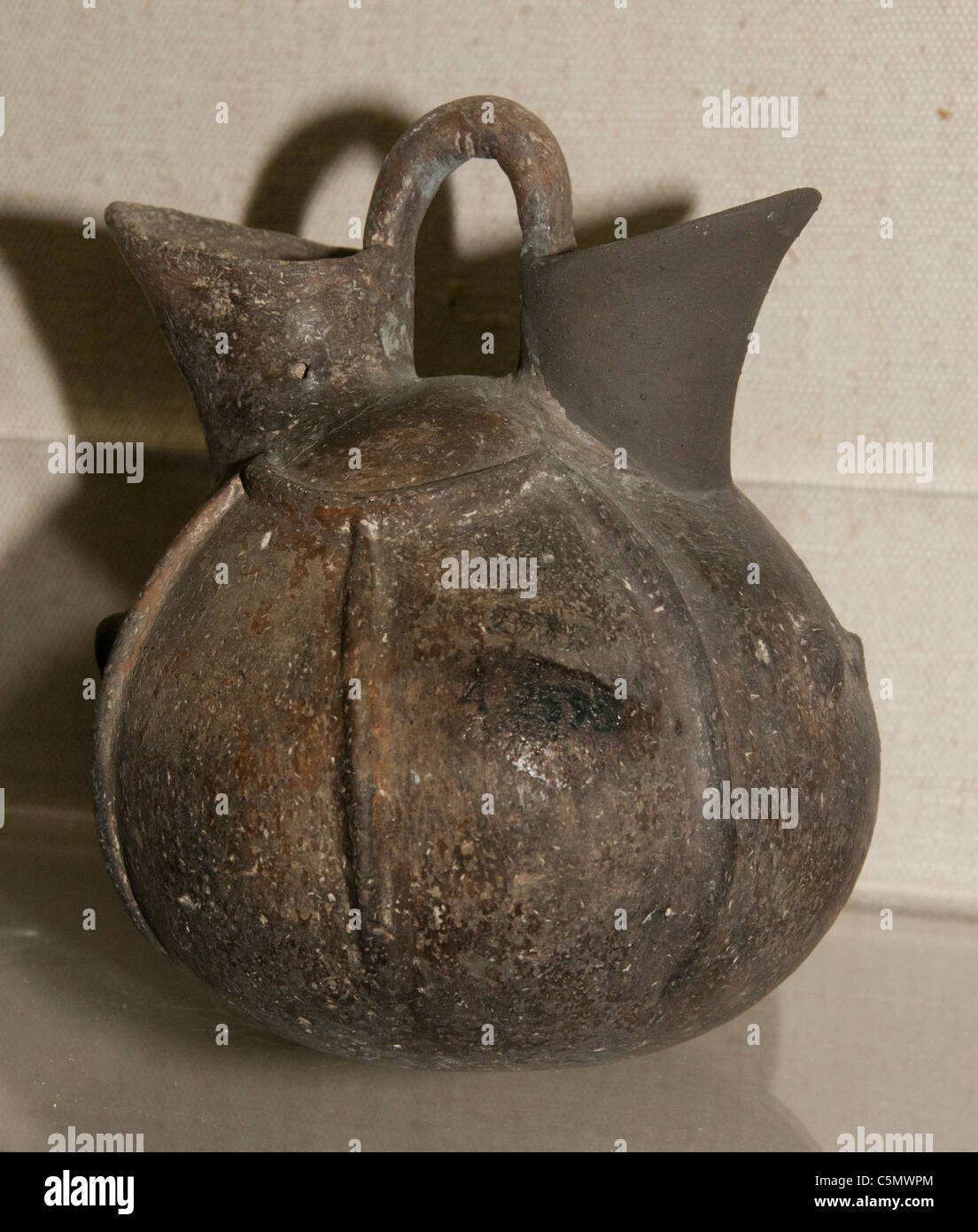 Small Beak Spouted Pitcher Early Bronze Age 3rd Millennium BC Antalya Bolgesi Region Turkey Turkish  Pottery - Stock Image