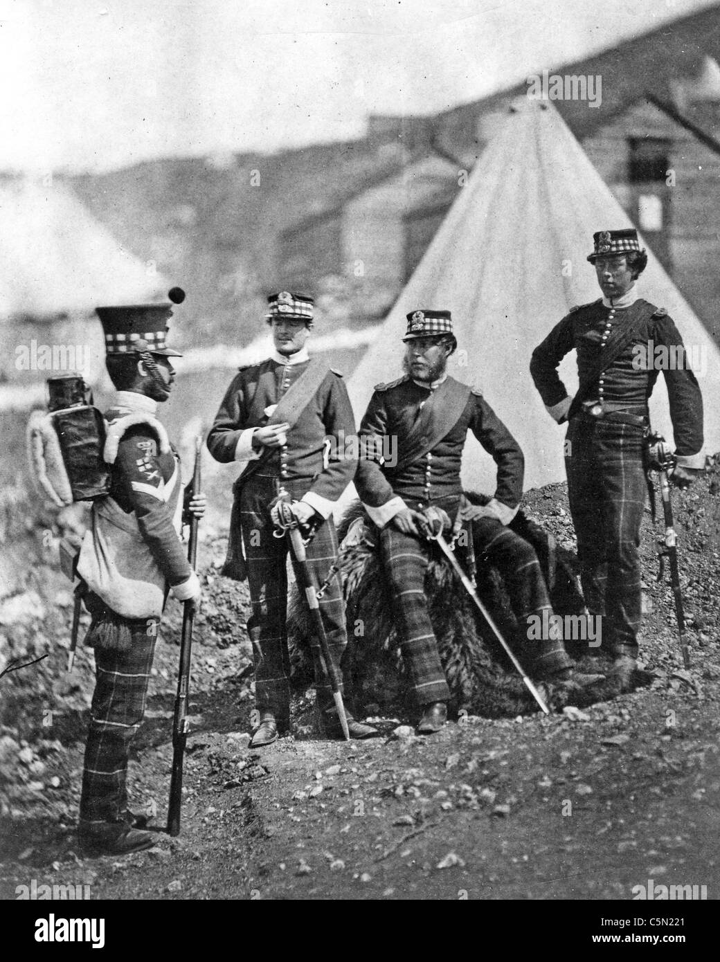 CRIMEAN WAR (1853-1856) Soldiers from British 71st Highlander Regiment with their Colour Sergent in 1854. Photo - Stock Image