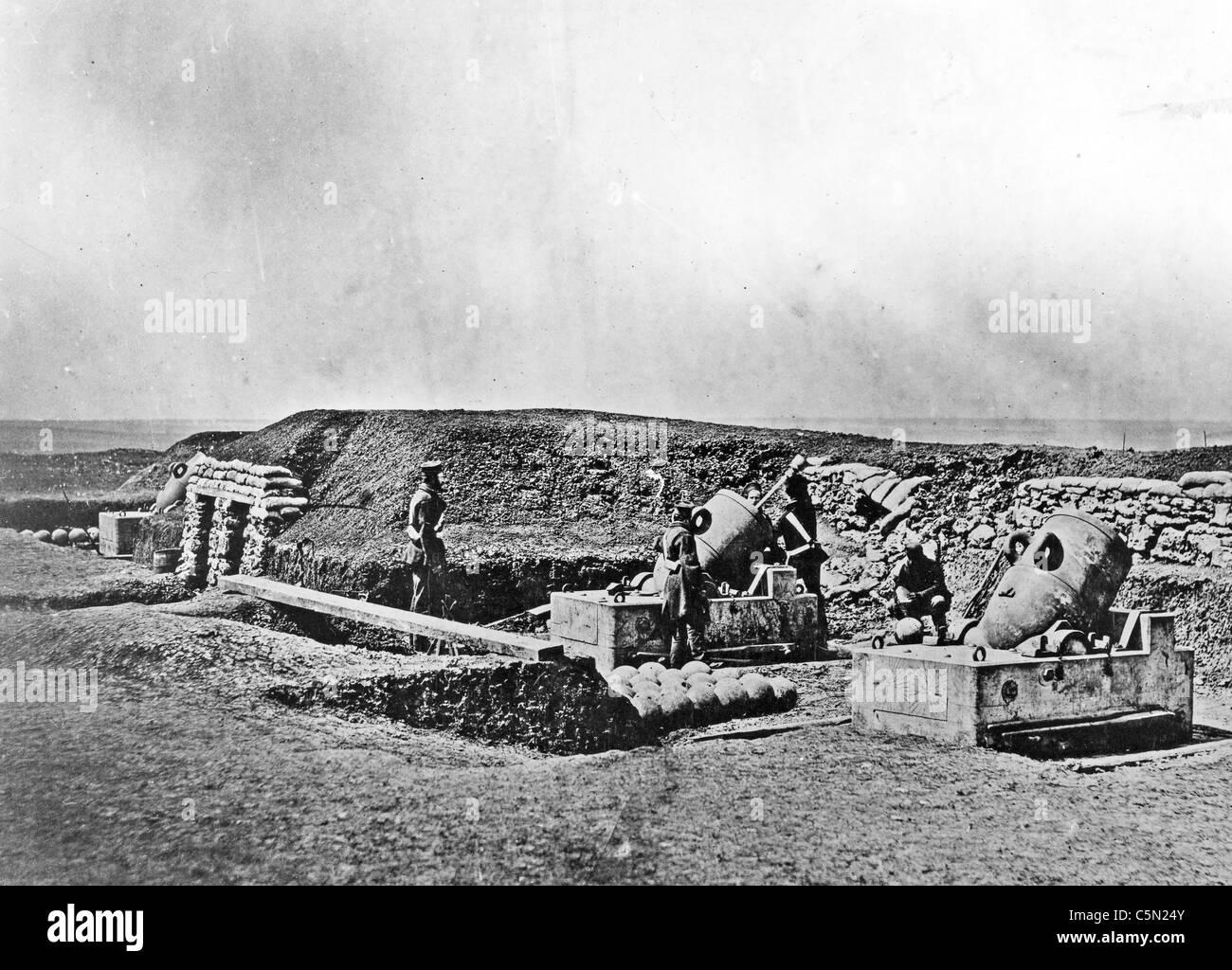 CRIMEAN WAR (1853-1856) British army mortar battery. Photo Roger Fenton - Stock Image