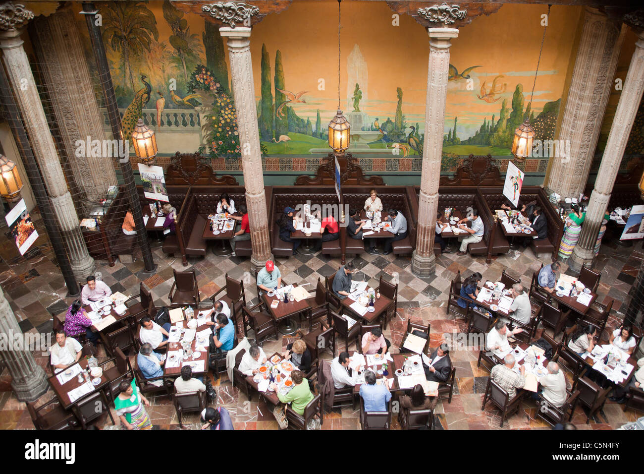Sanborns restaurant house of tiles mexico city mexico for Sanborns azulejos restaurante