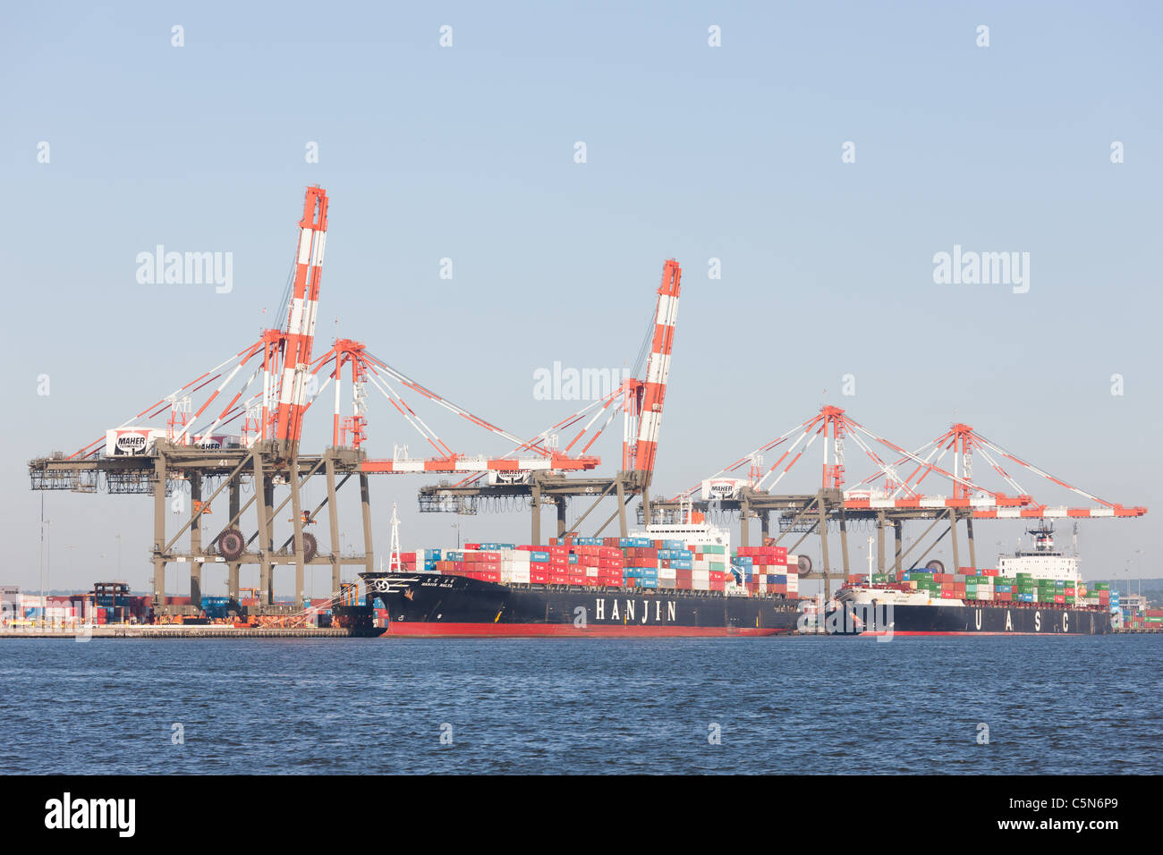 Container ships are loaded at the Maher Terminals container terminal in the Port Newark-Elizabeth Marine Terminal. - Stock Image