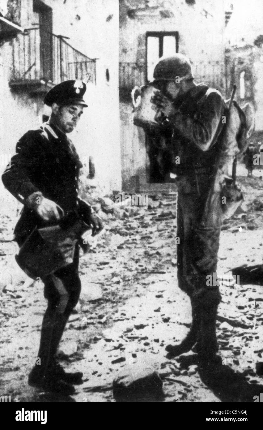 a carabiniere gives water to a U.S. military, World War II, 1944 - Stock Image
