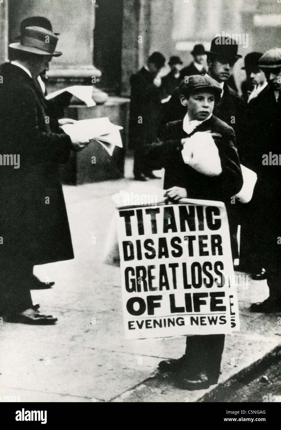 The newsboys announcing the sinking of the ship Titanic, London, 1912 - Stock Image