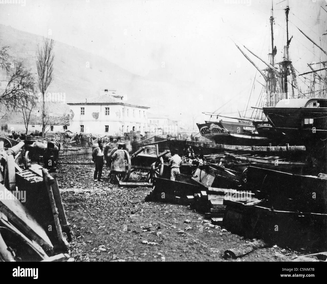 CRIMEAN WAR (1853-1856) Allies unloading supplies at Balaclava - Stock Image