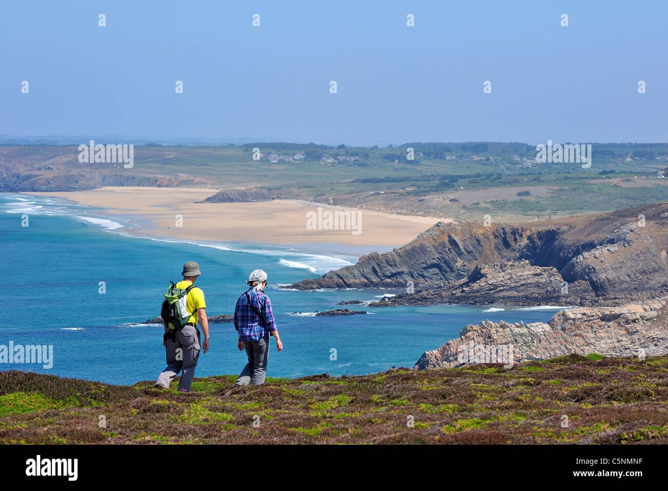 Hikers walking along the Cap de la Chèvre coastline, Finistère, Brittany, France - Stock Image