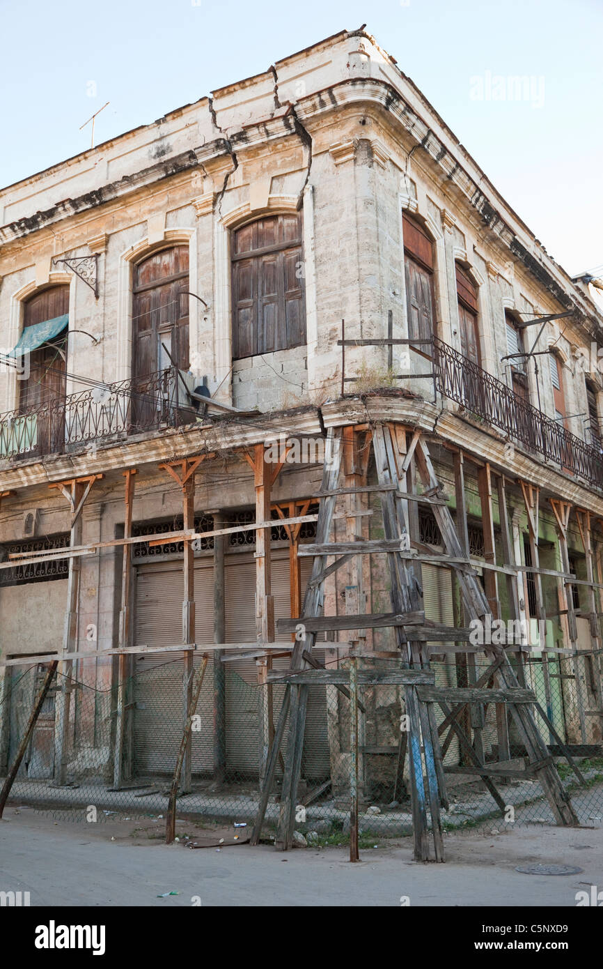 Cuba, Havana. Shoring up Old Building, Old Havana. - Stock Image