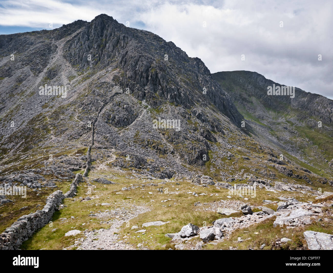 Bristly Ridge - a grade 1 scramble leading from Bwlch Tryfan onto Glyder Fach in Y Glyderau mountains of Snowdonia, - Stock Image