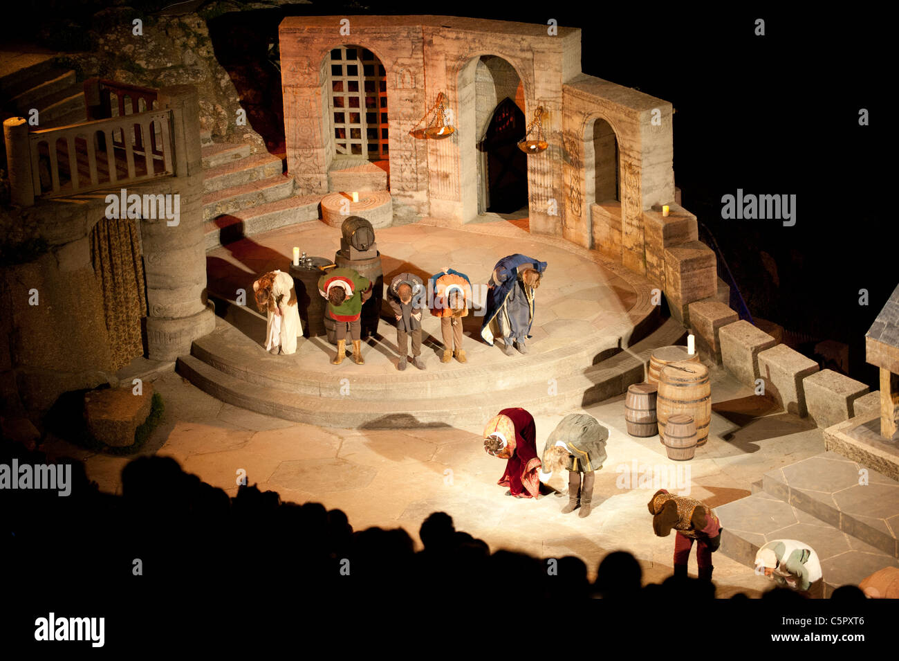 Performers bow before their audience at the end of theatrical performance at the Minack Theatre, Cornwall. - Stock Image