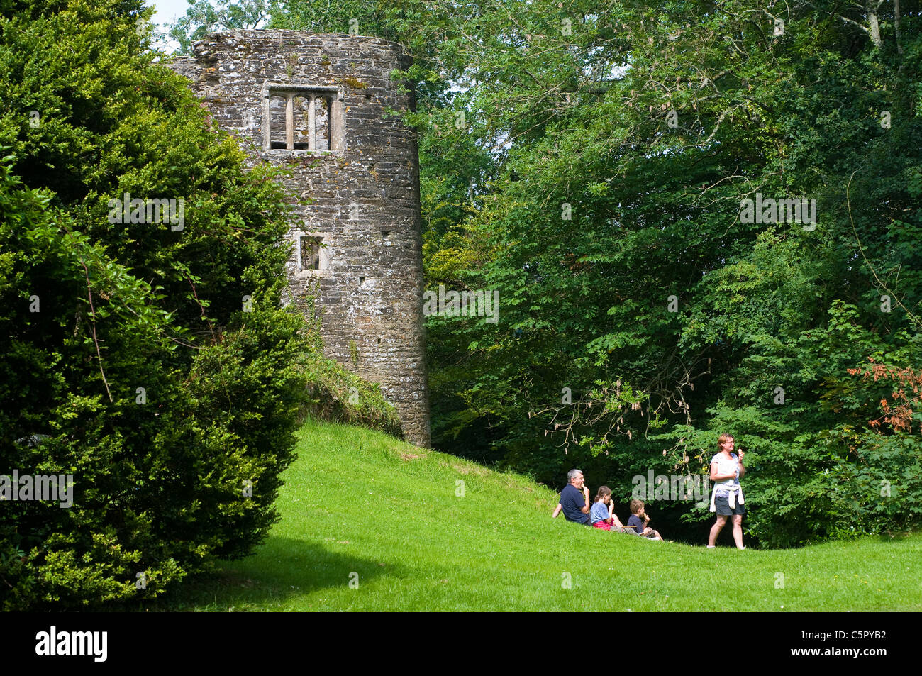 family enjoying ice cream,Totnes,Devon,Berry Pomeroy a haunted ruined castle in totnes,A ghost known as the White - Stock Image