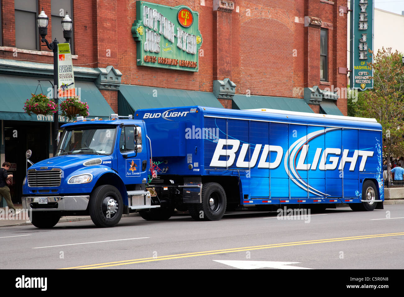 Bud Light Beer Stock Photos & Bud Light Beer Stock Images