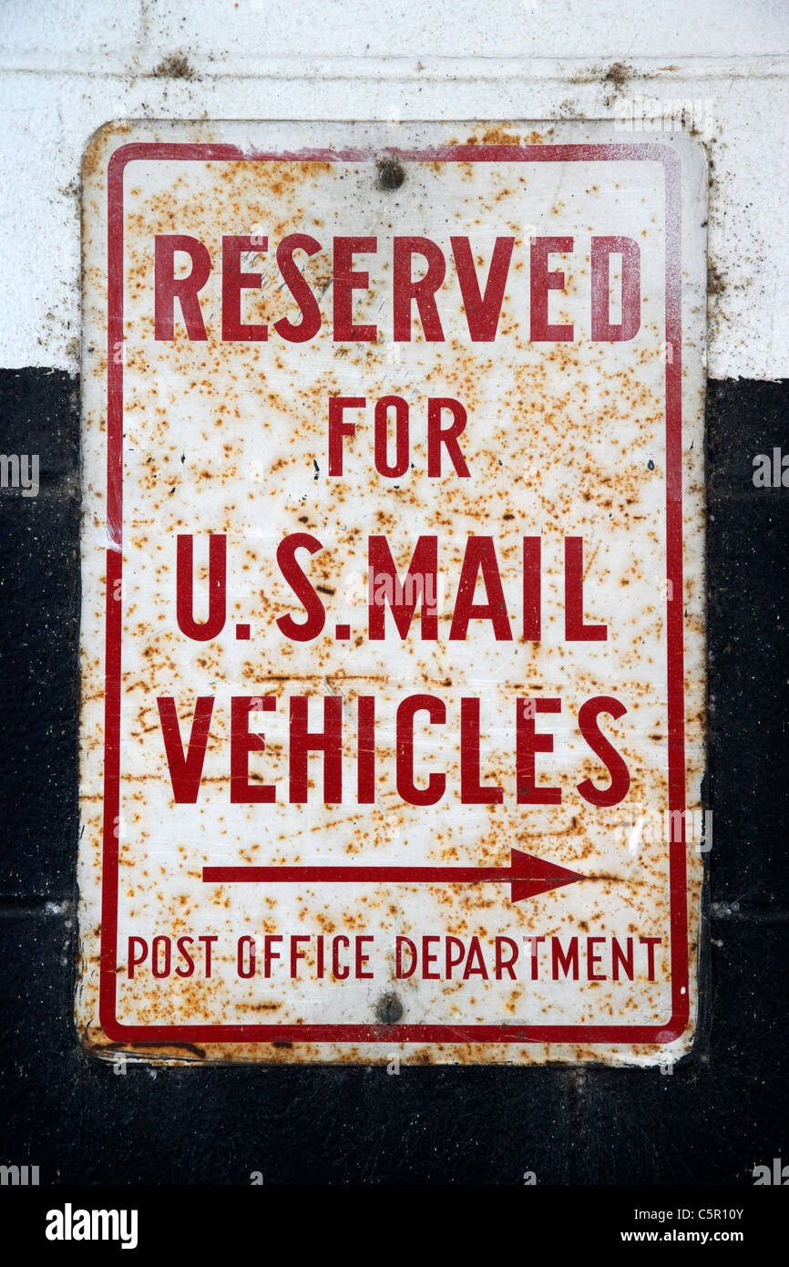 old rusted reserved for us mail vehicles post office department sign Nashville Tennessee USA - Stock Image