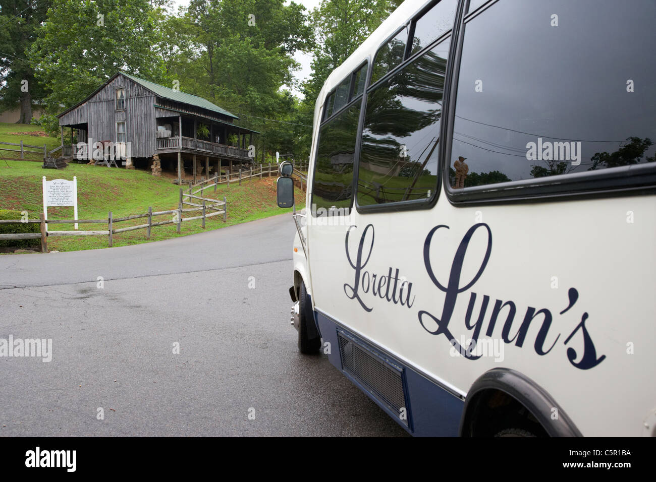 tourists guided tour bus on loretta lynn dude ranch hurricane mills tennessee usa - Stock Image