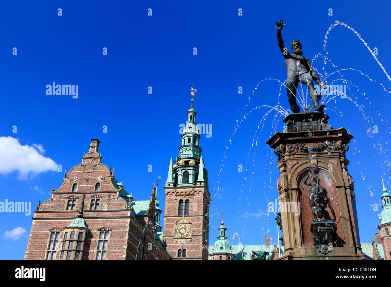 Frederiksborg palace (1602-1620, architects Hans and Lorents van Steenwinckel), Hillerod, near Copenhagen, Denmark - Stock Image