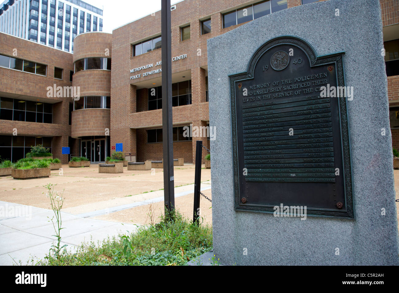 police memorial outside Metropolitan Justice Center and police station Nashville Tennessee USA - Stock Image
