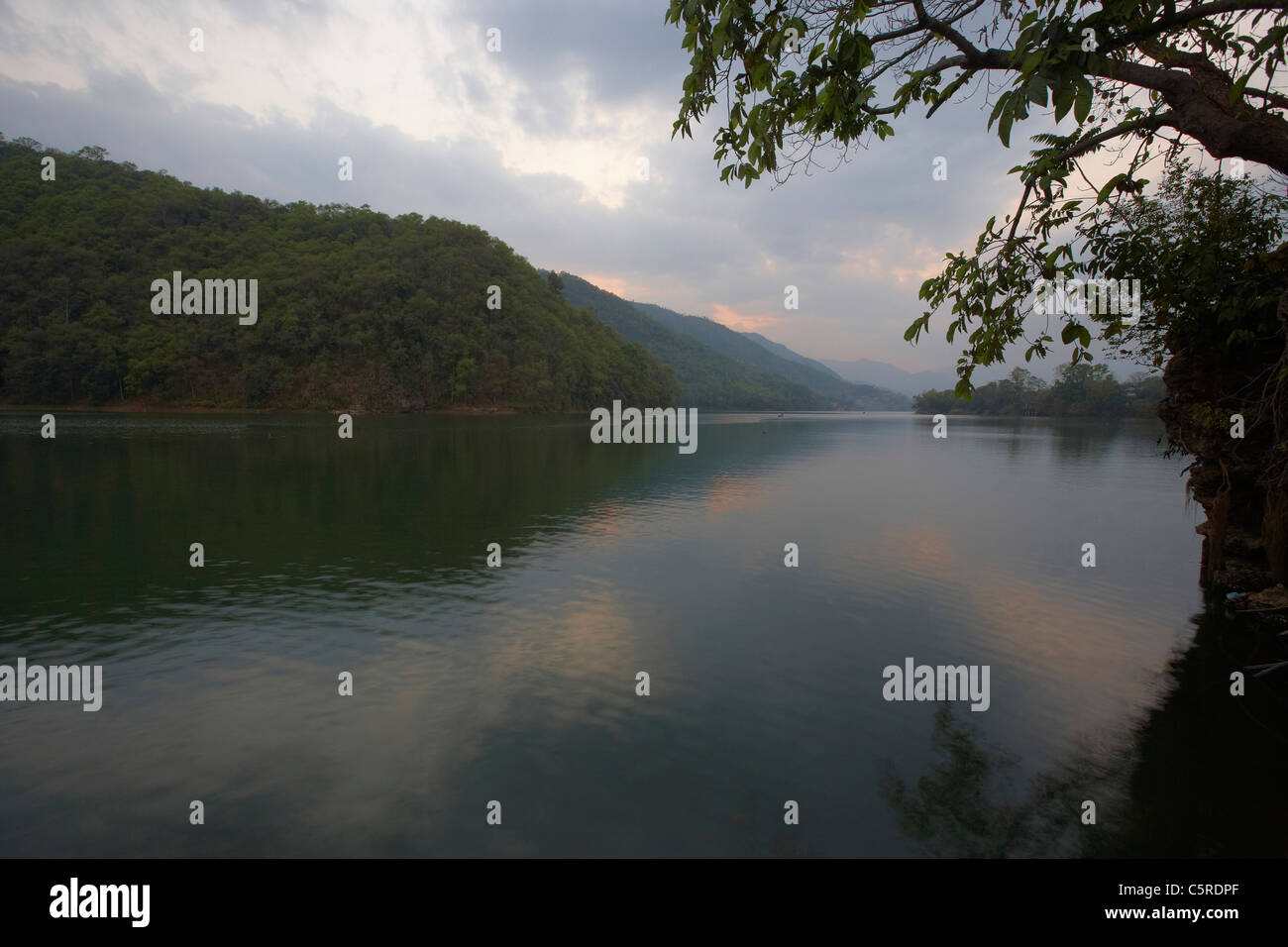 Lake Phewa (Fewa) Tal at sunset, Pokhara, Nepal, Asia - Stock Image