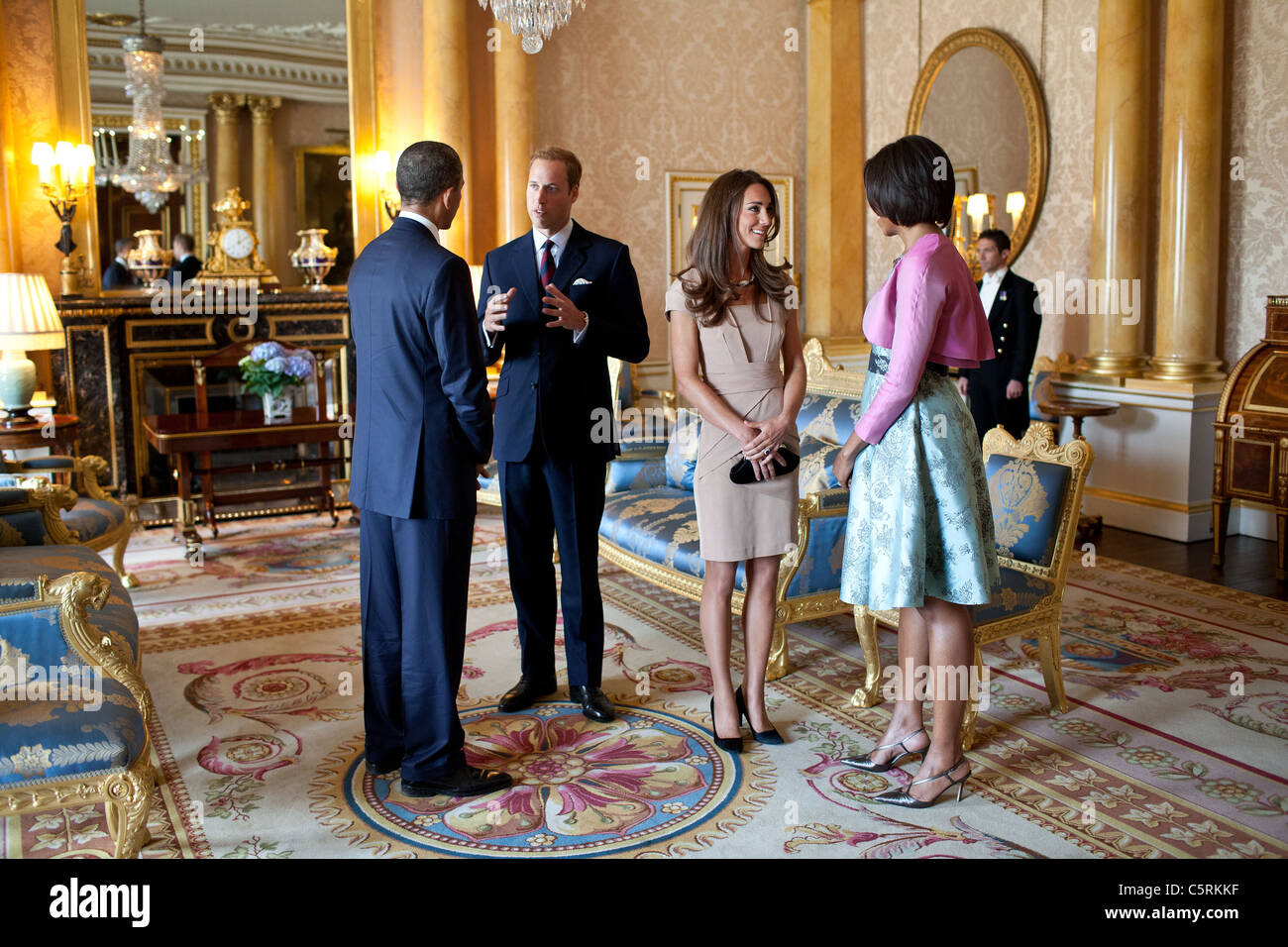 President Barack Obama and First Lady Michelle Obama talk with the Duke and Duchess of Cambridge at Buckingham Palace - Stock Image