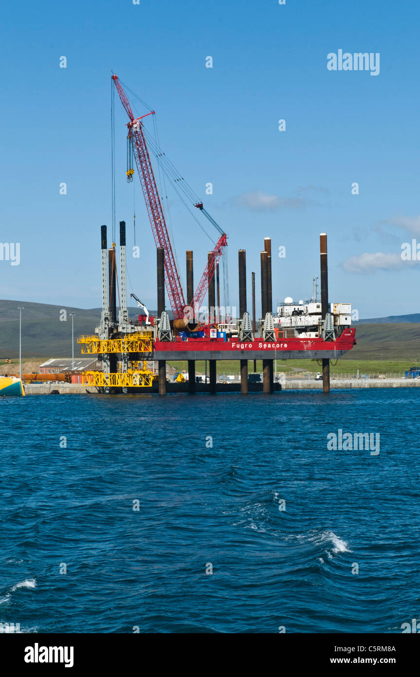 dh Lyness Pier HOY ORKNEY Fugro Seacore positioning platform rig wave power renewables green energy - Stock Image