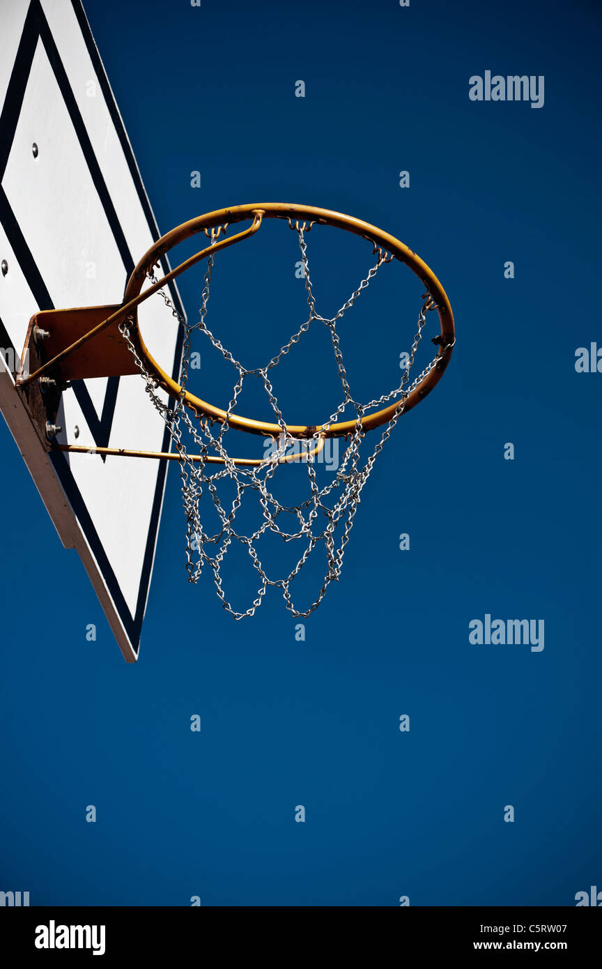 Germany, North Rhine-Westphalia, Düsseldorf, Empty basketball hoop against blue sky Stock Photo