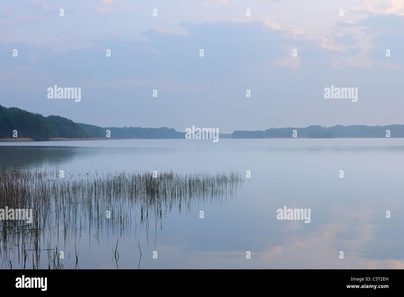 Germany, Mecklenburg-Vorpommern, Mecklenburger Seenplatte, Plau am See, View of moody sky at lake - Stock Image