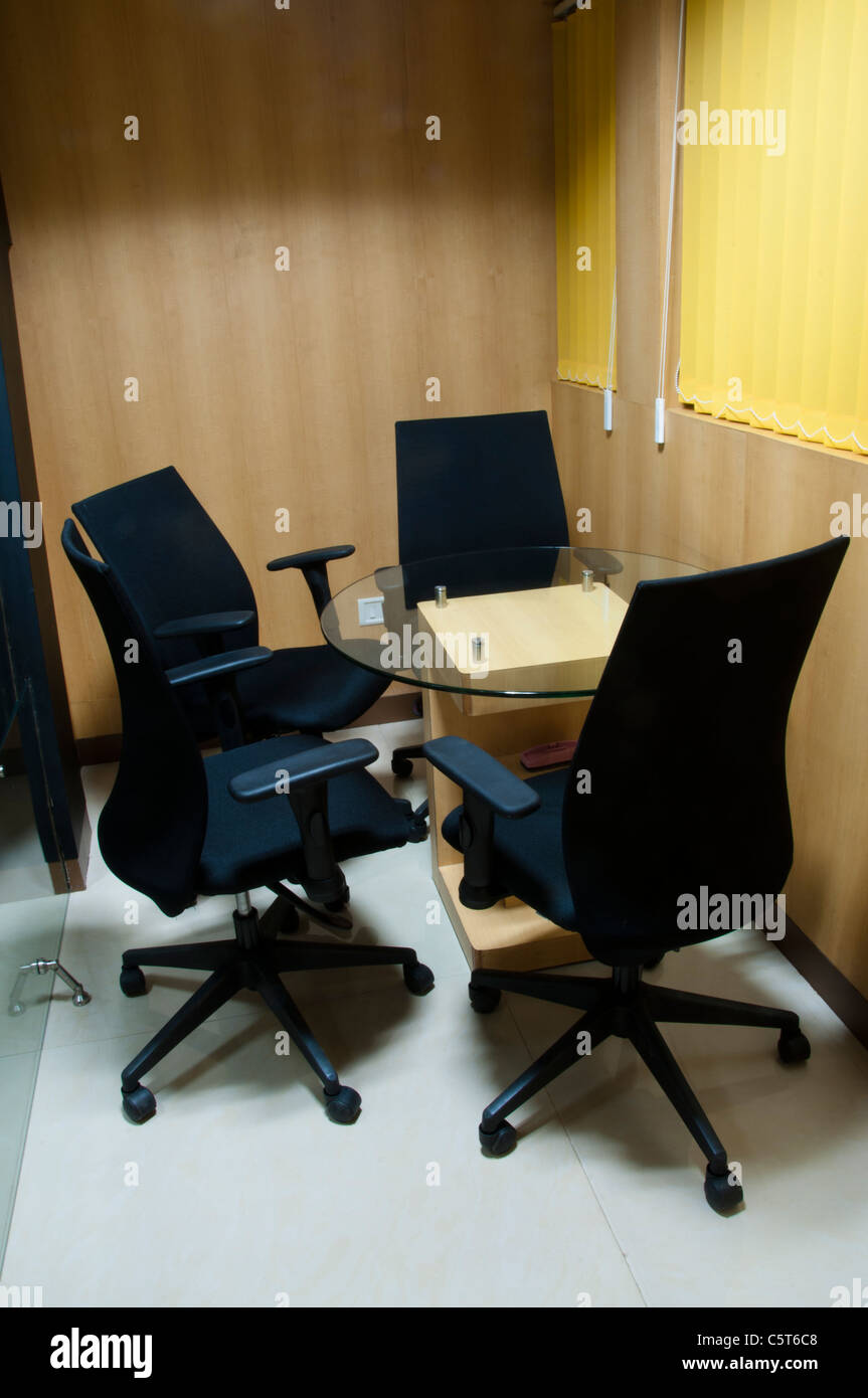Office room with 4 chairs - Stock Image