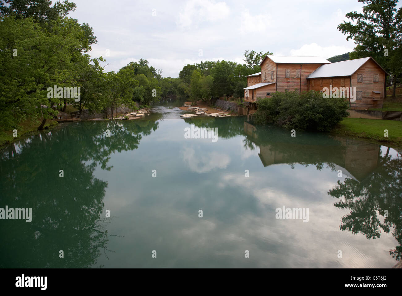 the mills pond at loretta lynns ranch hurricane mills tennessee usa Stock Photo