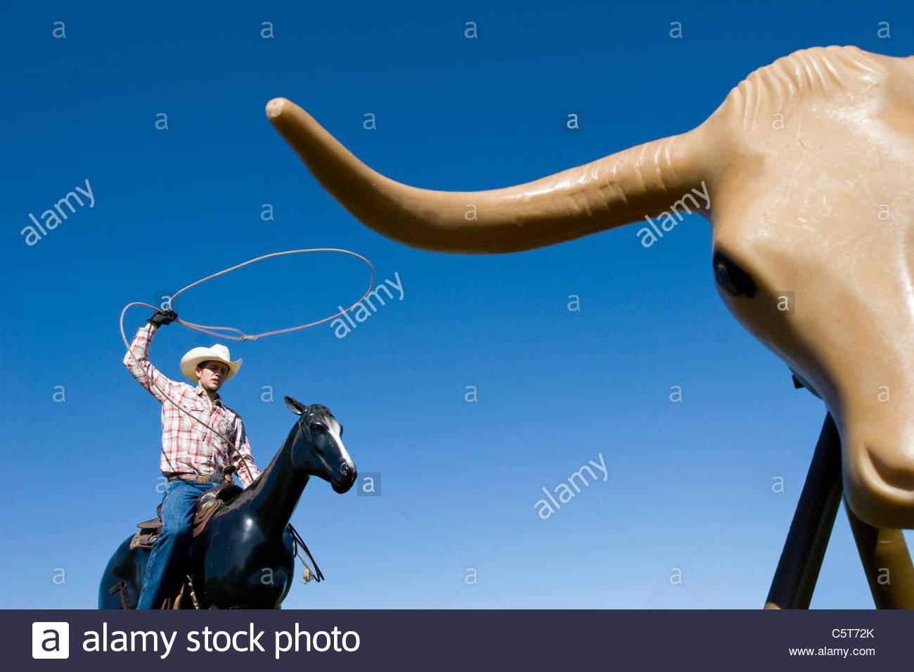 USA, Texas, Dallas, Cowboy using lasso - Stock Image