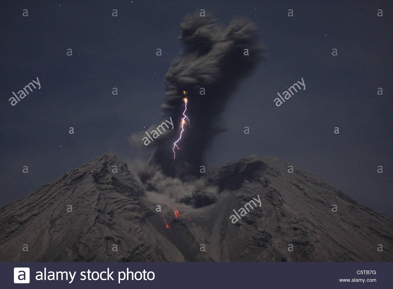 Indonesia, Java, Semeru volcano erupting - Stock Image